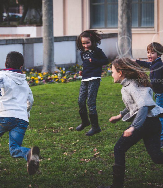 Niños jugando pañuelo